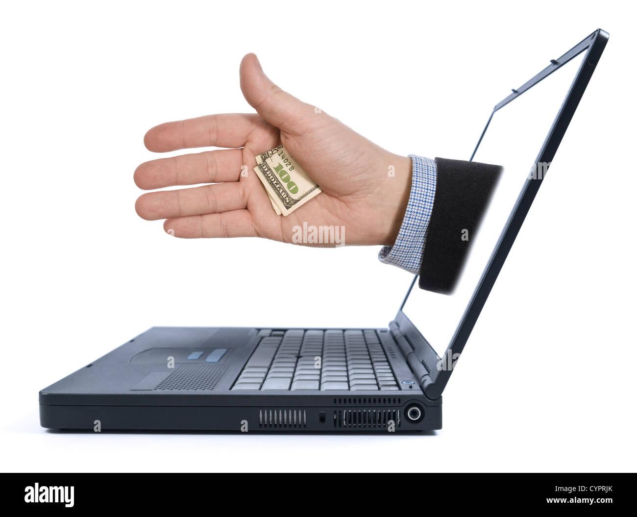 Aus dem Laptop-Bildschirm erscheint eine Hand mit einer versteckten Spitze. Stockbild