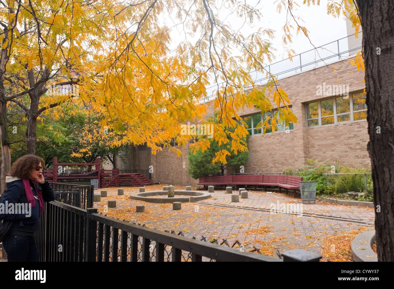 Coles Sport- und Freizeitzentrum auf dem Campus der New York University Stockbild