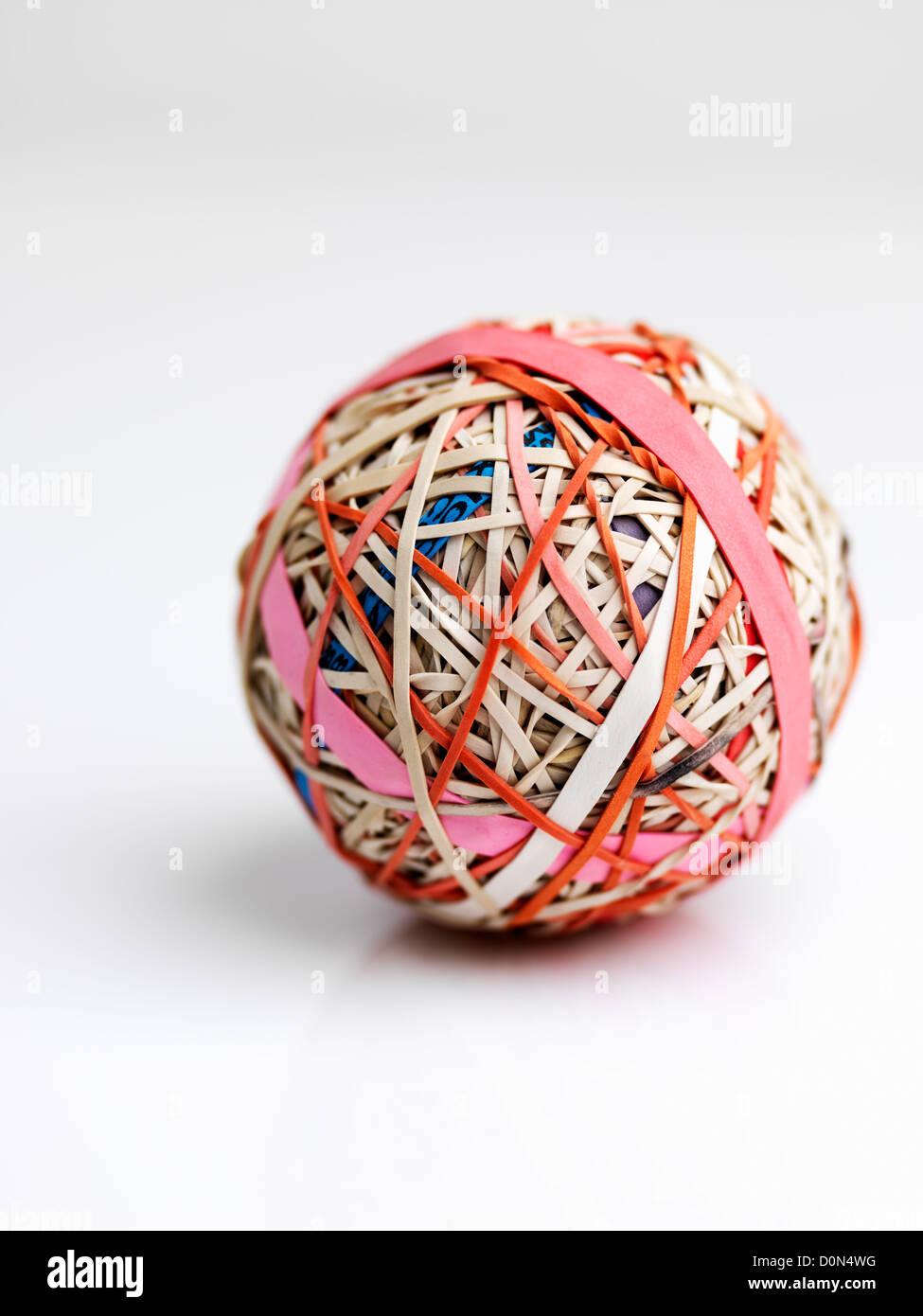 Gummiband-Ball, Kugel, bestehend aus Gummibänder übereinander gewickelt Stockfoto