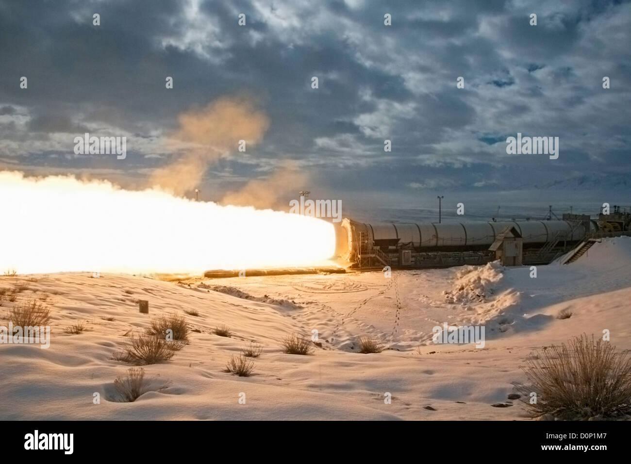 Abschlusstest Abfeuern eines wiederverwendbaren Solid Rocket Motors Stockbild