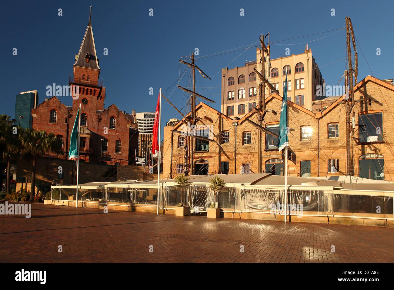 Legen Sie den Rock, Sydney, Sehenswürdigkeiten, Sehenswürdigkeit, schön, Sonne, Sonnenaufgang, blauer Stockbild