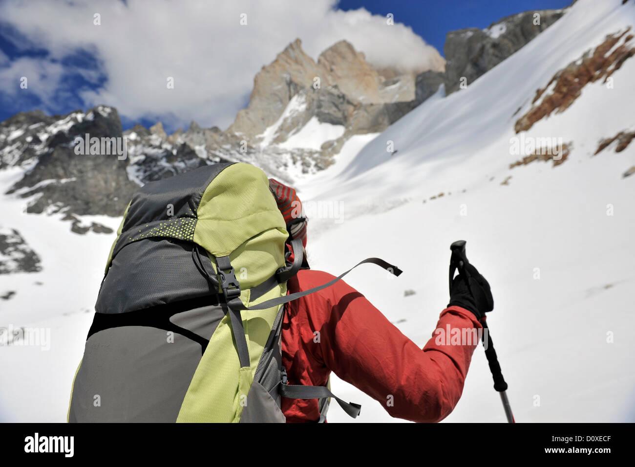 Frau Wanderungen zum Aussichtspunkt am Cerro Electrico, El Chalten, Argentinien Stockbild