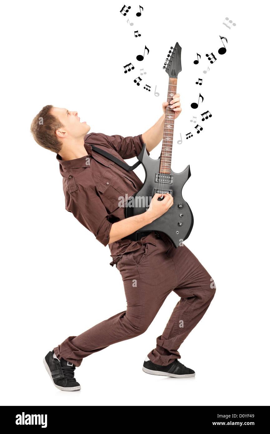 In voller Länge Portrait eines Rockstars spielt auf einer Gitarre isoliert auf weißem Hintergrund Stockbild