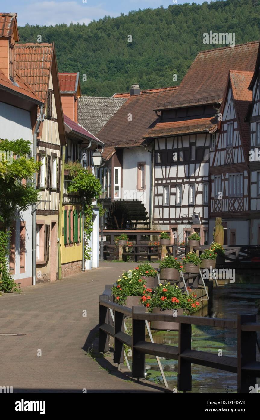Die Getreidemühle Lane und Mühlrad, Wassergasse, Annweiler am Trifels, Rheinland-Pfalz, Deutschland, Europa Stockbild