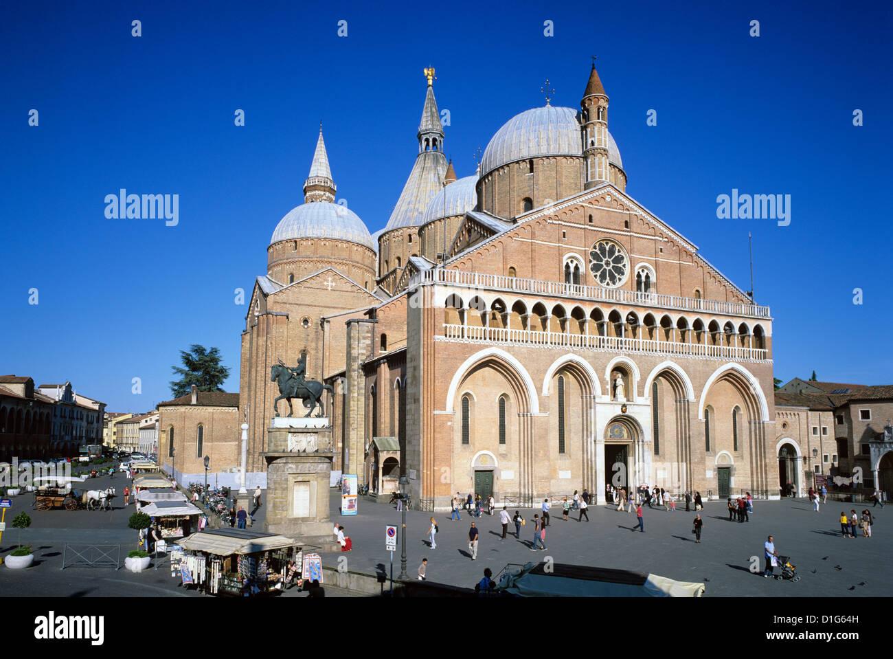 Il Santo (Basilica di San Antonio) und der Piazza del Santo in Padua, Veneto, Italien, Europa Stockbild