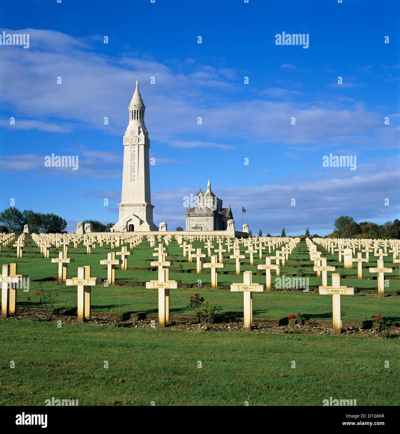 Notre Dame de Lorette französischen Soldatenfriedhof WW1 und Beinhaus, in der Nähe von Arras, Nord-Pas Stockbild