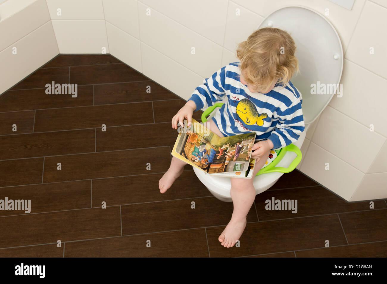 infant toilet stockfotos infant toilet bilder alamy. Black Bedroom Furniture Sets. Home Design Ideas