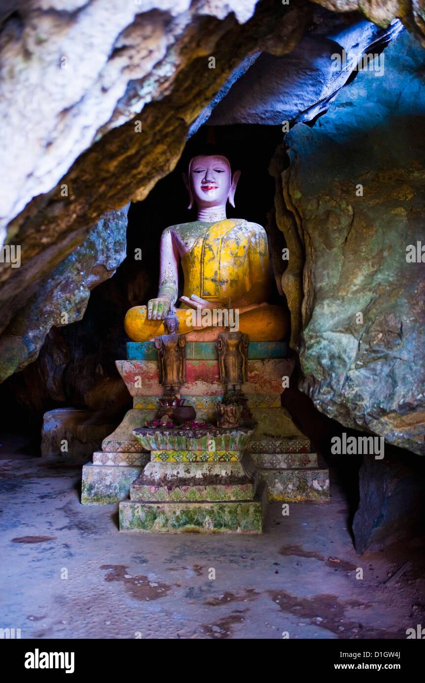 Buddha, die versteckt in der Tham Sang Höhlen, Vang Vieng, Laos, Indochina, Südostasien, Asien Stockbild