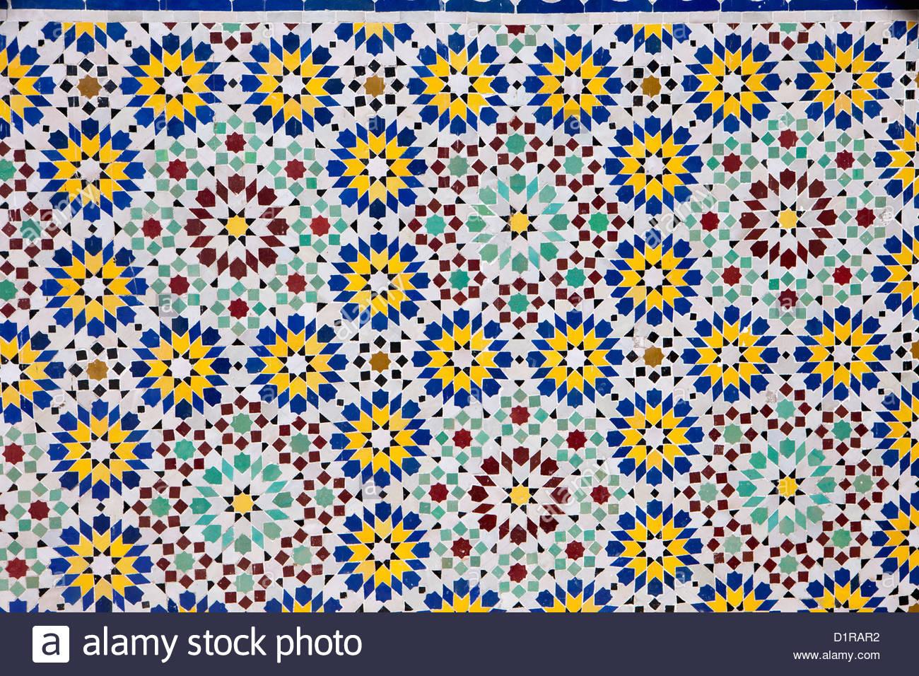 Marokko, Tamegroute, in der Nähe von Zagora, Mosaik. Stockbild