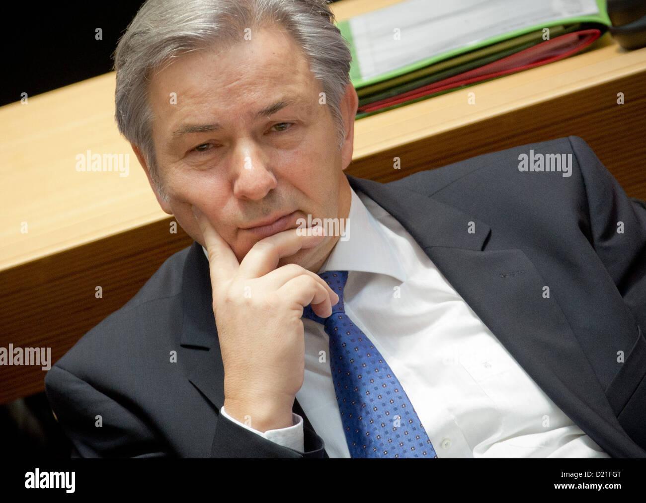 Regierenden Bürgermeisters von Berlin Klaus Wowereit besucht eine Sondersitzung für die erneute Verzögerung Stockbild