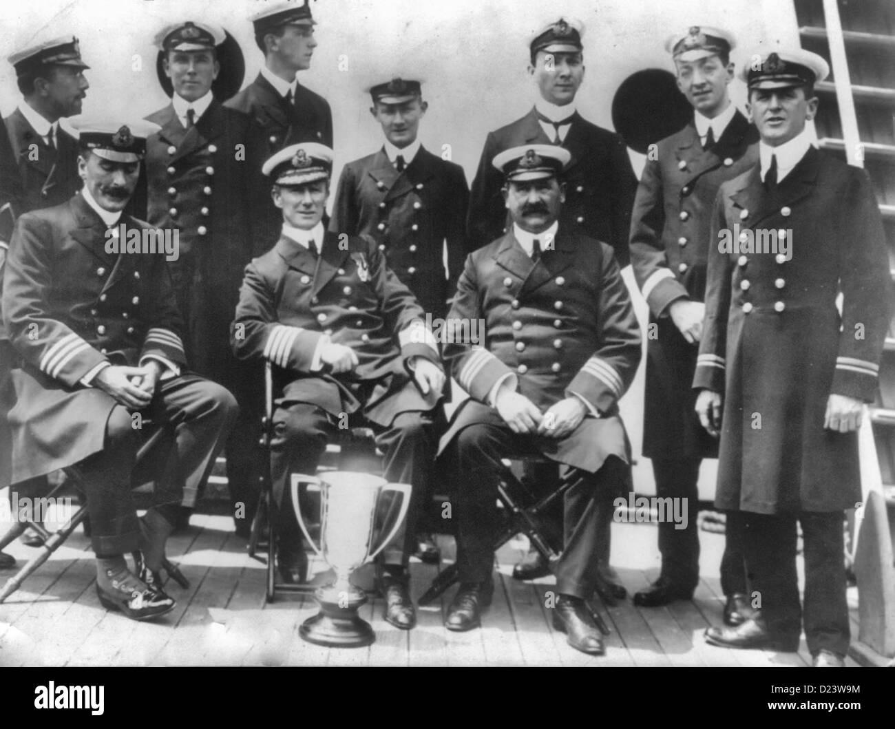 Offiziere der CARPATHIA, 12. April 1913.  Die Carpathia war das Schiff, das die Titanic-Überlebende gerettet Stockbild