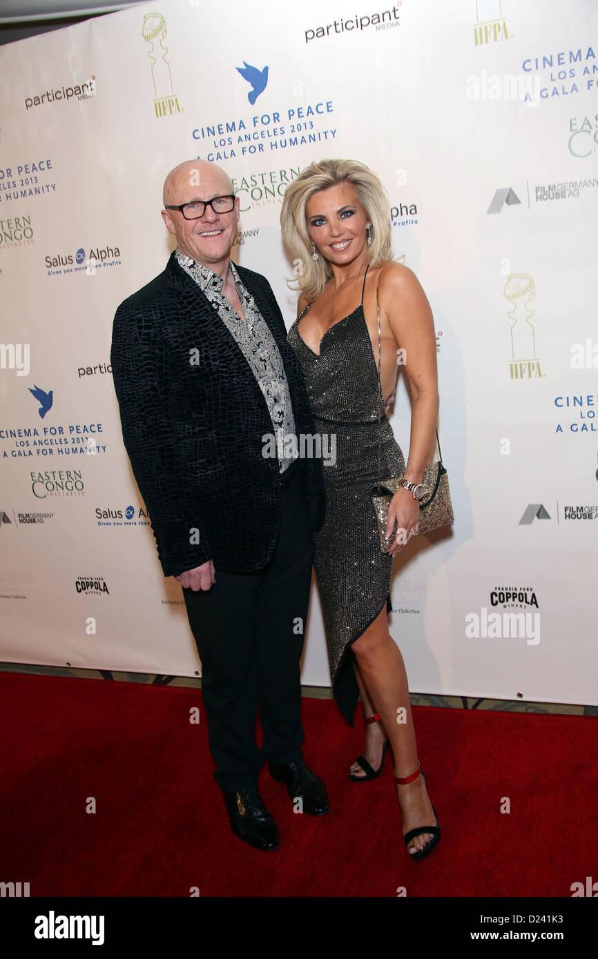 Britischer Geschäftsmann John Cauldwell und seine Frau Claire Cauldwell kommen im Kino für Peace Foundation Stockbild