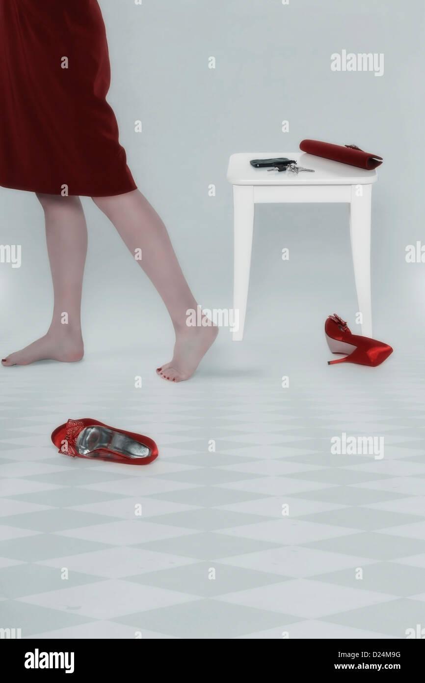 die Beine einer Frau und ihre accessoires Stockfoto
