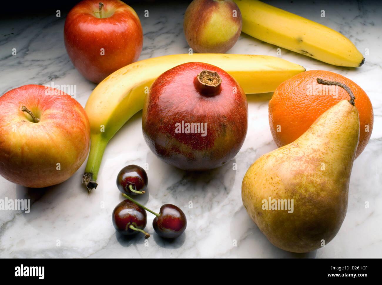 Obst auf Marmor Stockbild