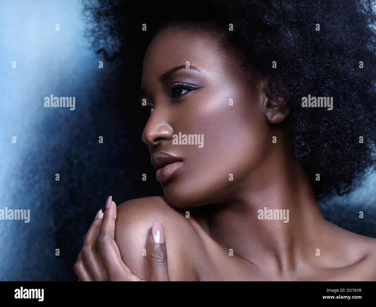 Schönheit Porträt eines jungen afroamerikanischen Frau Profils des Gesichts Stockfoto