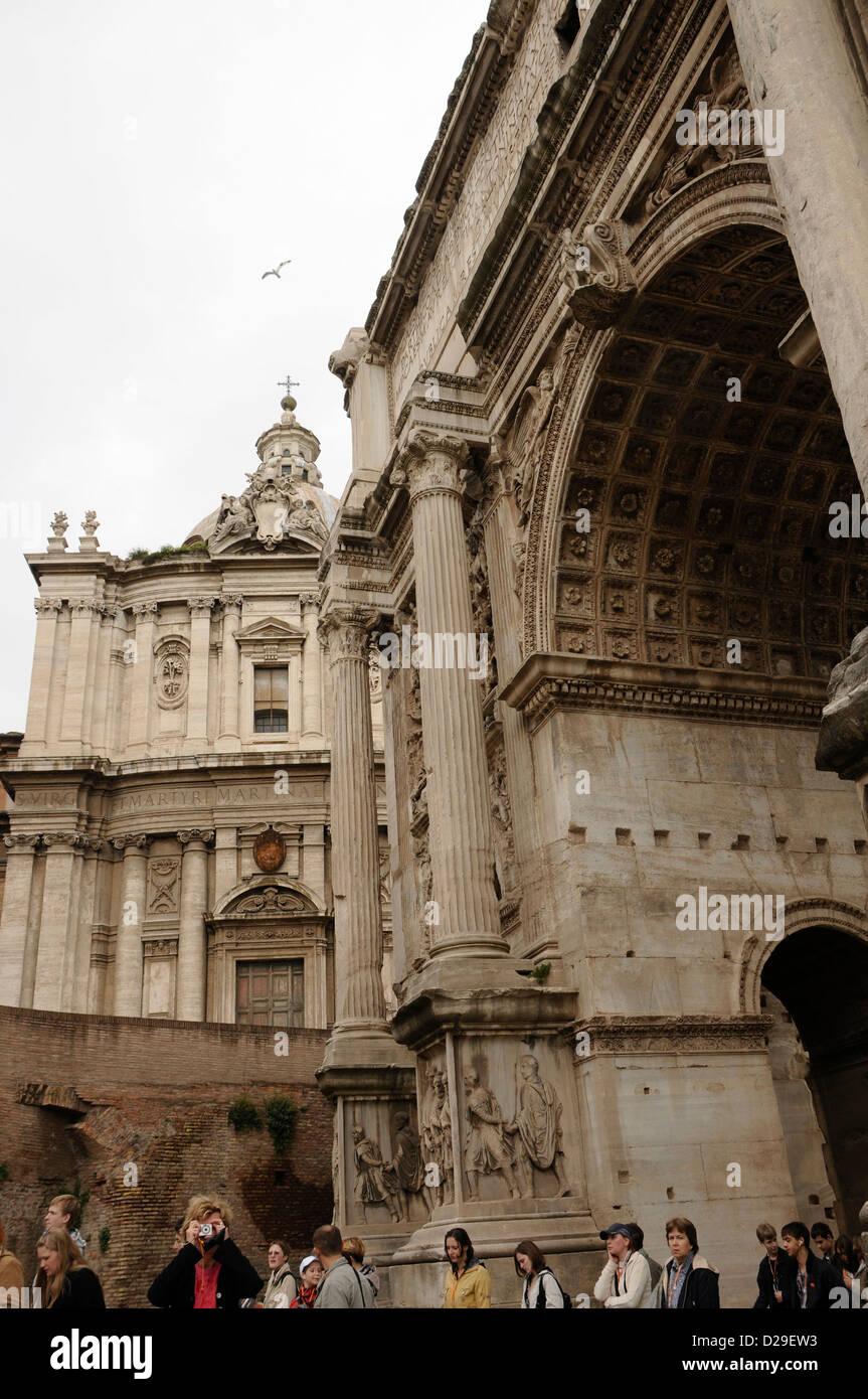 Bogen des Trajan, Rom, Italien Stockbild