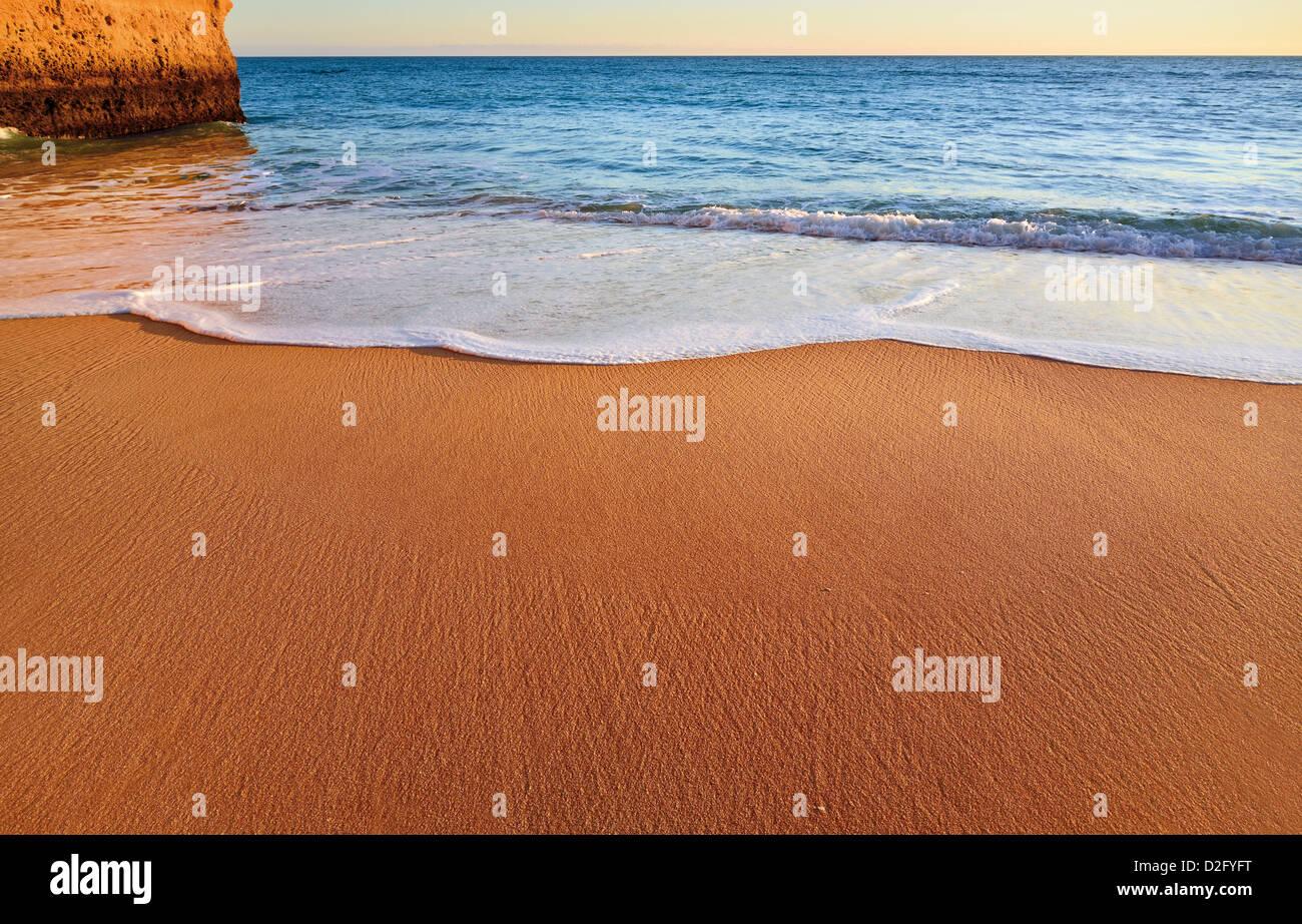 Portugal, Algarve: Detail der unberührten Strand in der Nähe von Carvoeiro Stockbild