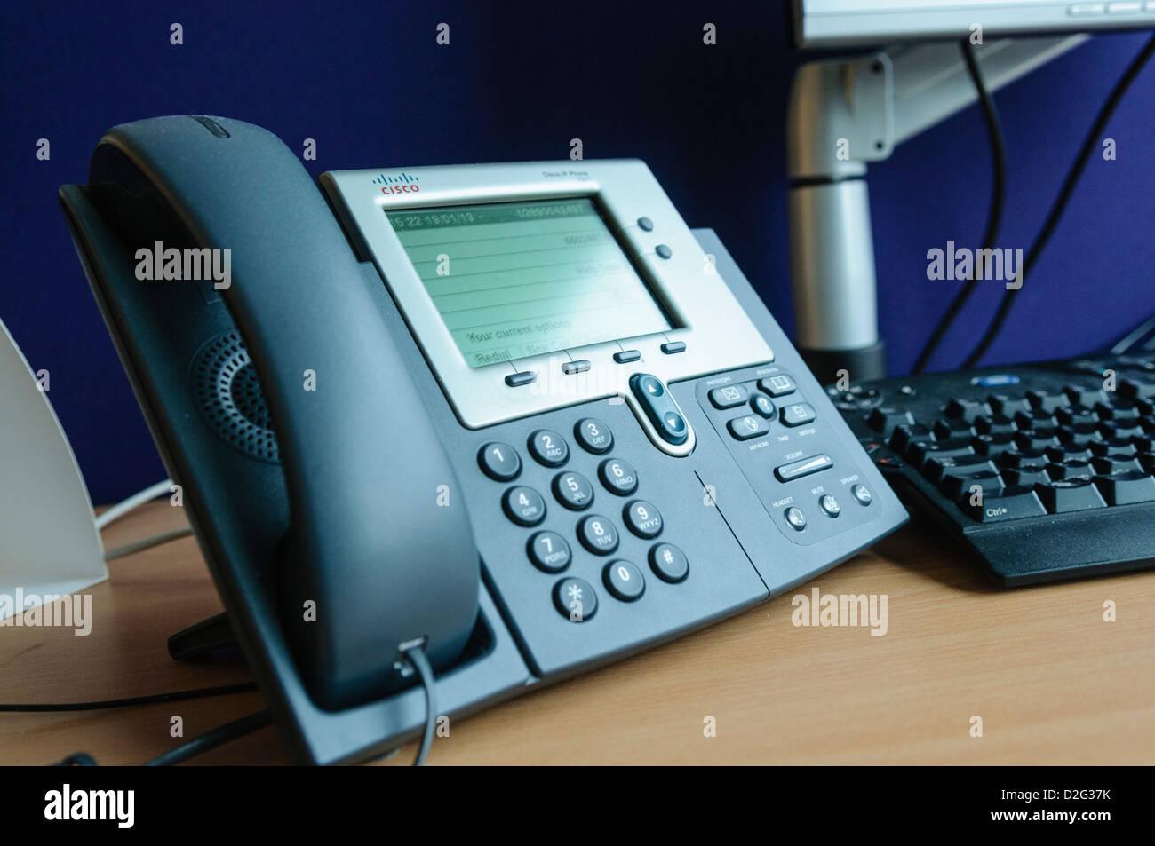 Ein Cisco IP-Telefon im Büro Stockbild