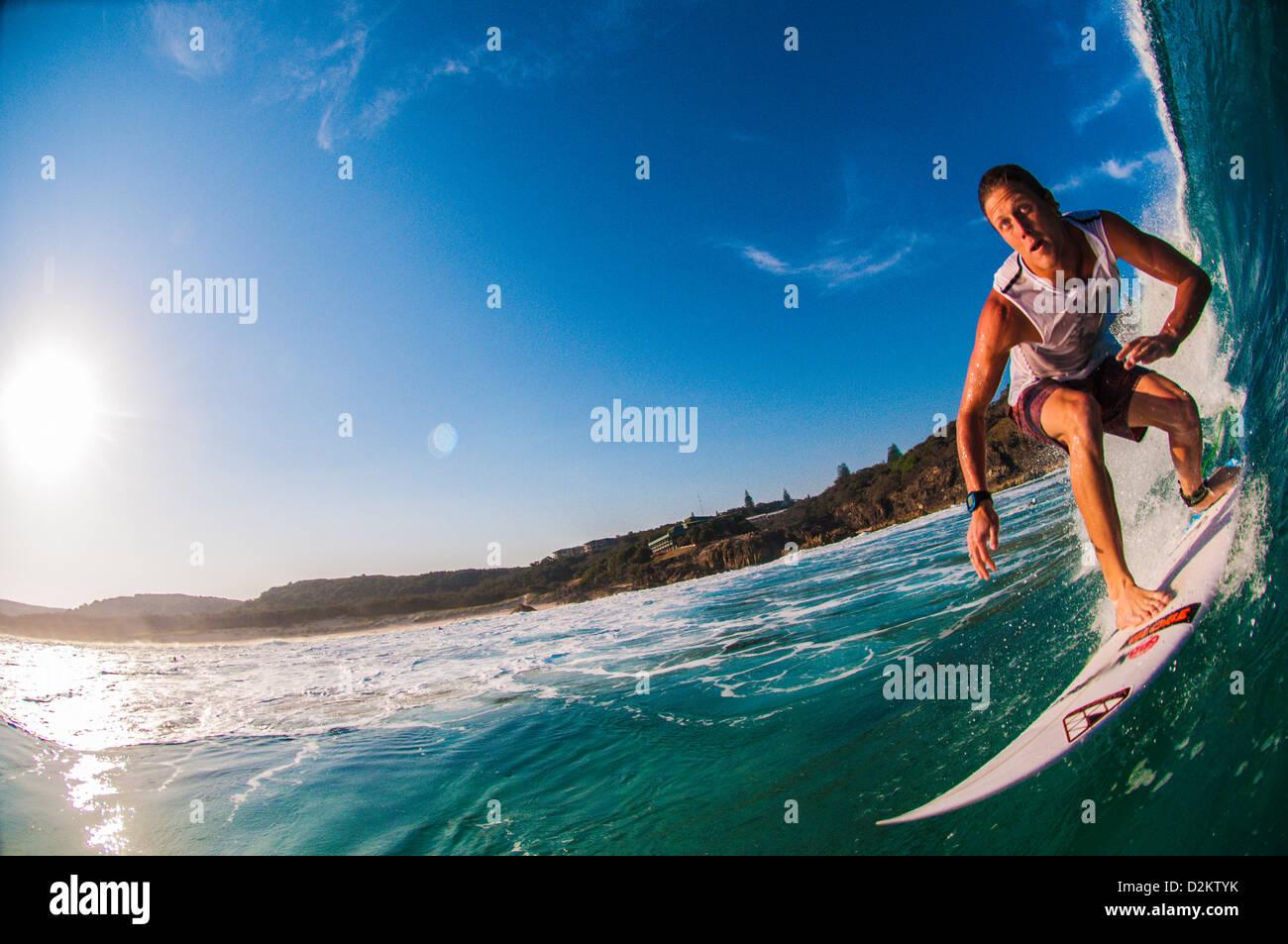 Surfen, Hauptstrand, N. Stradbroke Island, Queensland, Australien Stockbild