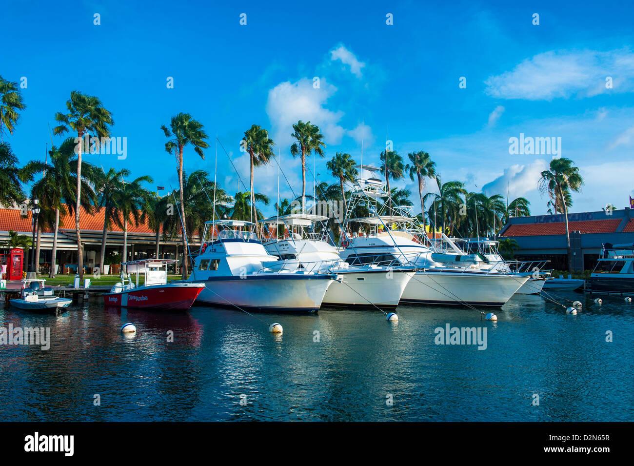 Yacht-Hafen in der Innenstadt von Oranjestad, Hauptstadt von Aruba, ABC-Inseln, Niederländische Antillen, Karibik, Stockbild