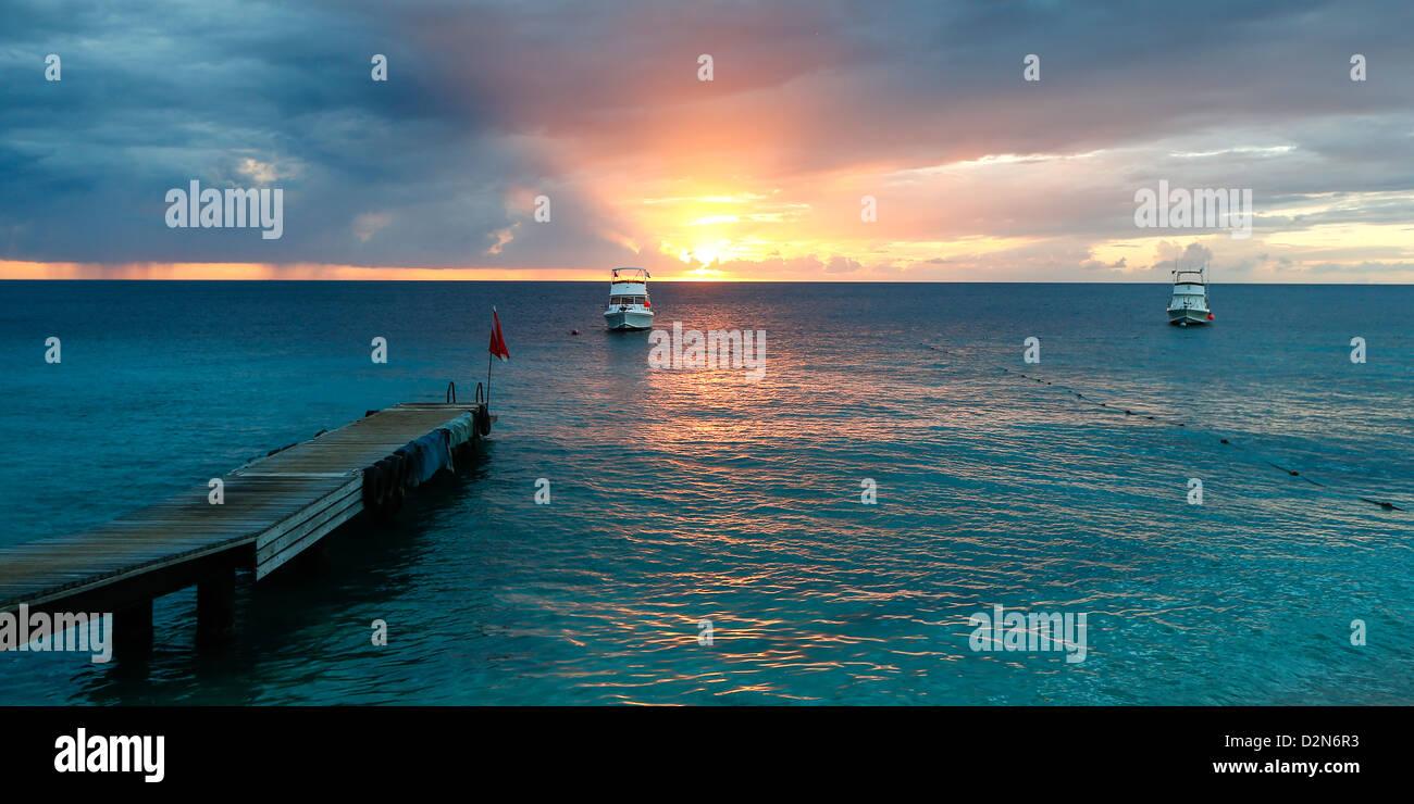 Sonnenuntergang auf der karibischen Insel Curacao Stockbild