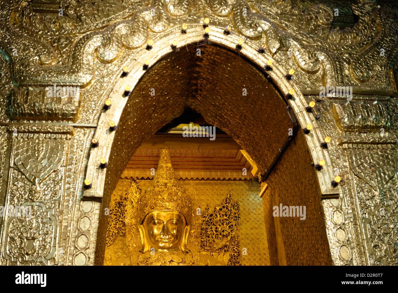 Blick auf das große Bild, Mahamuni-Buddha-Tempel, Mandalay-Division, Republik der Union von Myanmar (Burma), Stockbild