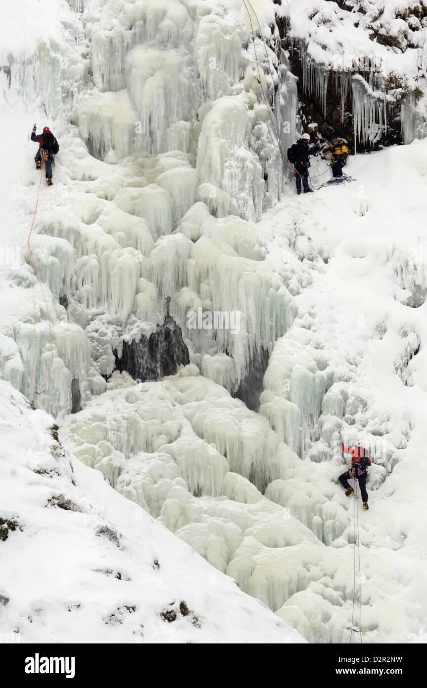 Eisklettern am Grey Mare Tail Wasserfall, Moffat Hills, Moffat Dale, Dumfries and Galloway, Schottland, Vereinigtes Stockbild