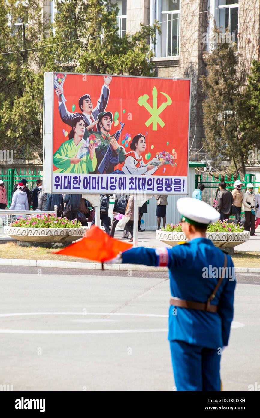 Propaganda-Plakaten der nordkoreanischen sozialistischen Realismus Grafik, Pyongyang, Nordkorea Stockbild