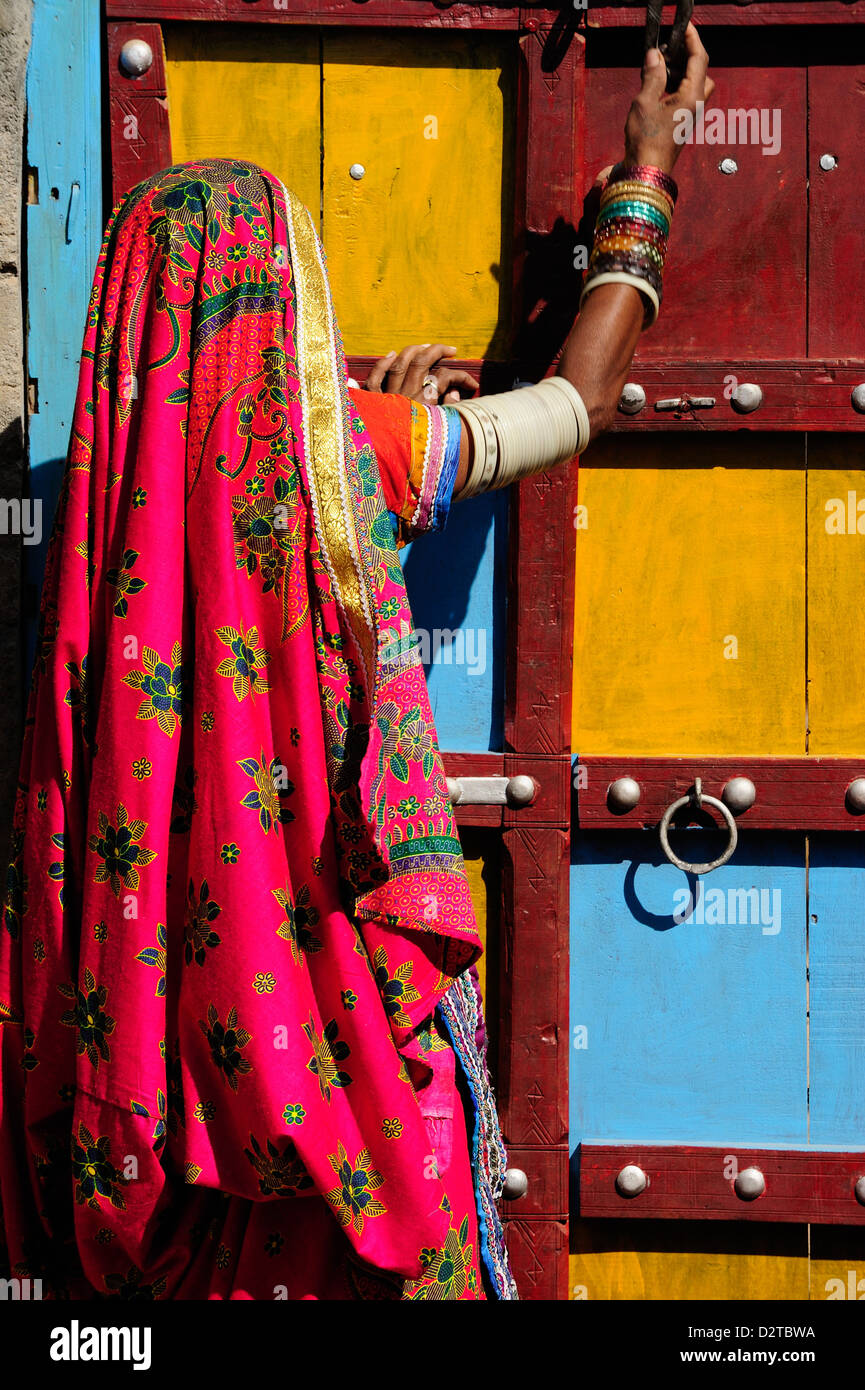 Gangesebene Frauen tragen bunte Kleid als Bestandteil ihres täglichen Lebens, Gujarat, Indien, Asien Stockbild