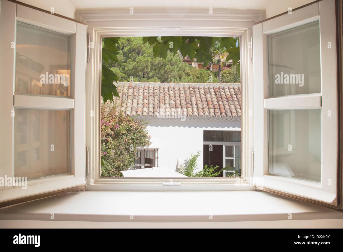 Sonne durch Küchenfenster Stockbild