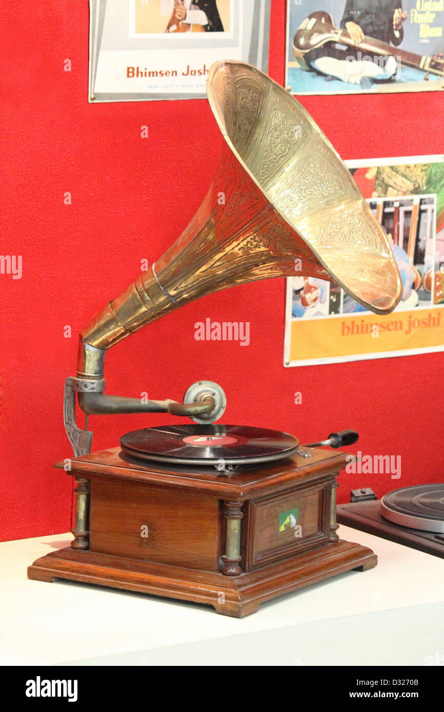 old hmv record stockfotos old hmv record bilder alamy. Black Bedroom Furniture Sets. Home Design Ideas