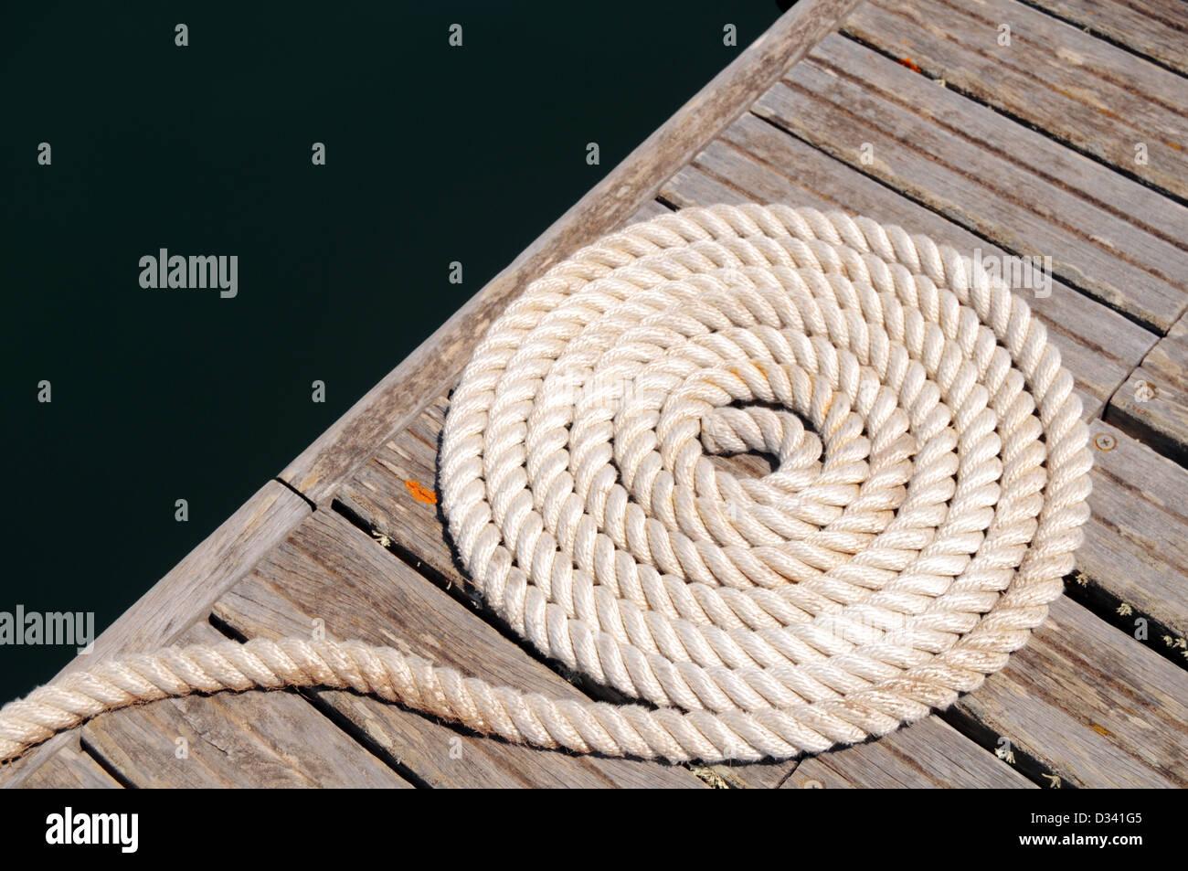 Boot Seil gewickelt Stockbild