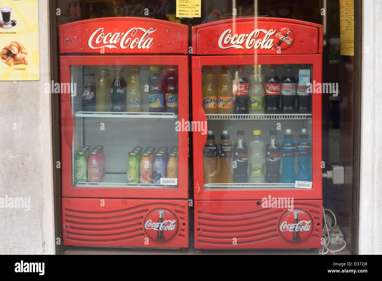 Kühlschrank Coco Cola : Coco cola kühlschrank mit flasche alkoholfreie getränke zum