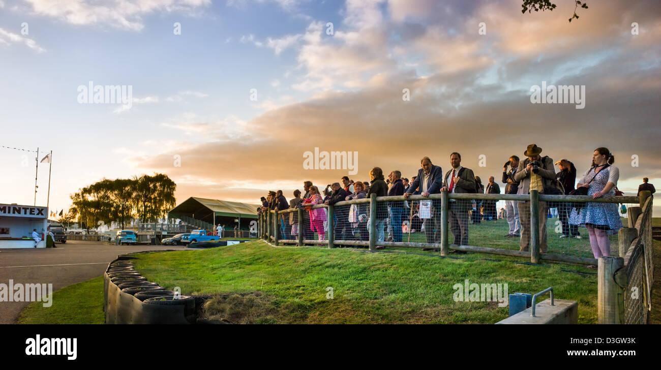 Menge Zuschauer Renn-Event Goodwood Revival Stockbild
