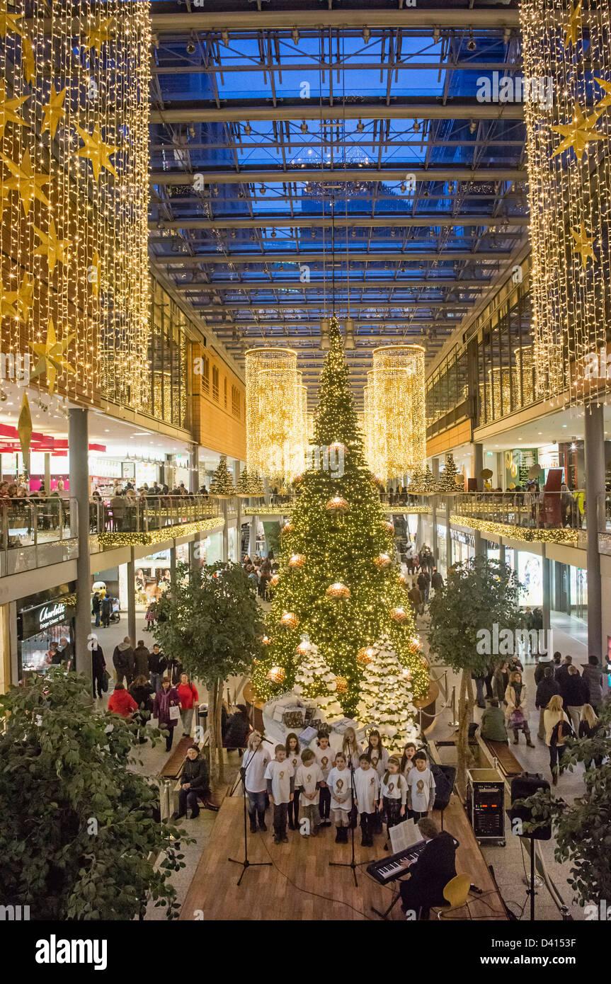 Weihnachtsdekoration im Potsdamer Platz Akaden, Berlin, Deutschland Stockbild