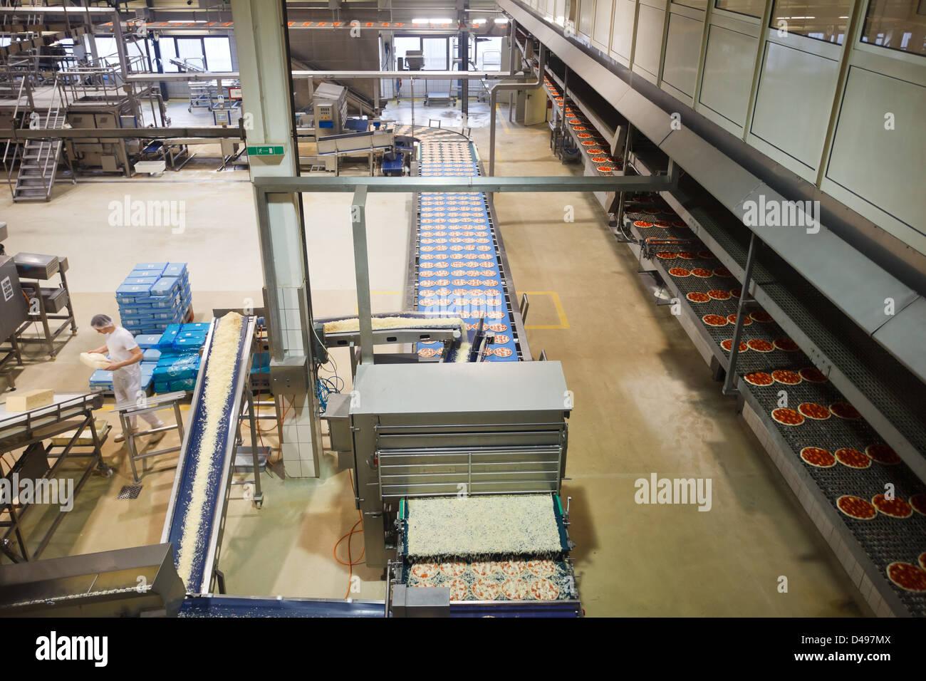 berlin deutschland die produktionshalle bei freiberger lebensmittel stockfoto bild 54293370. Black Bedroom Furniture Sets. Home Design Ideas
