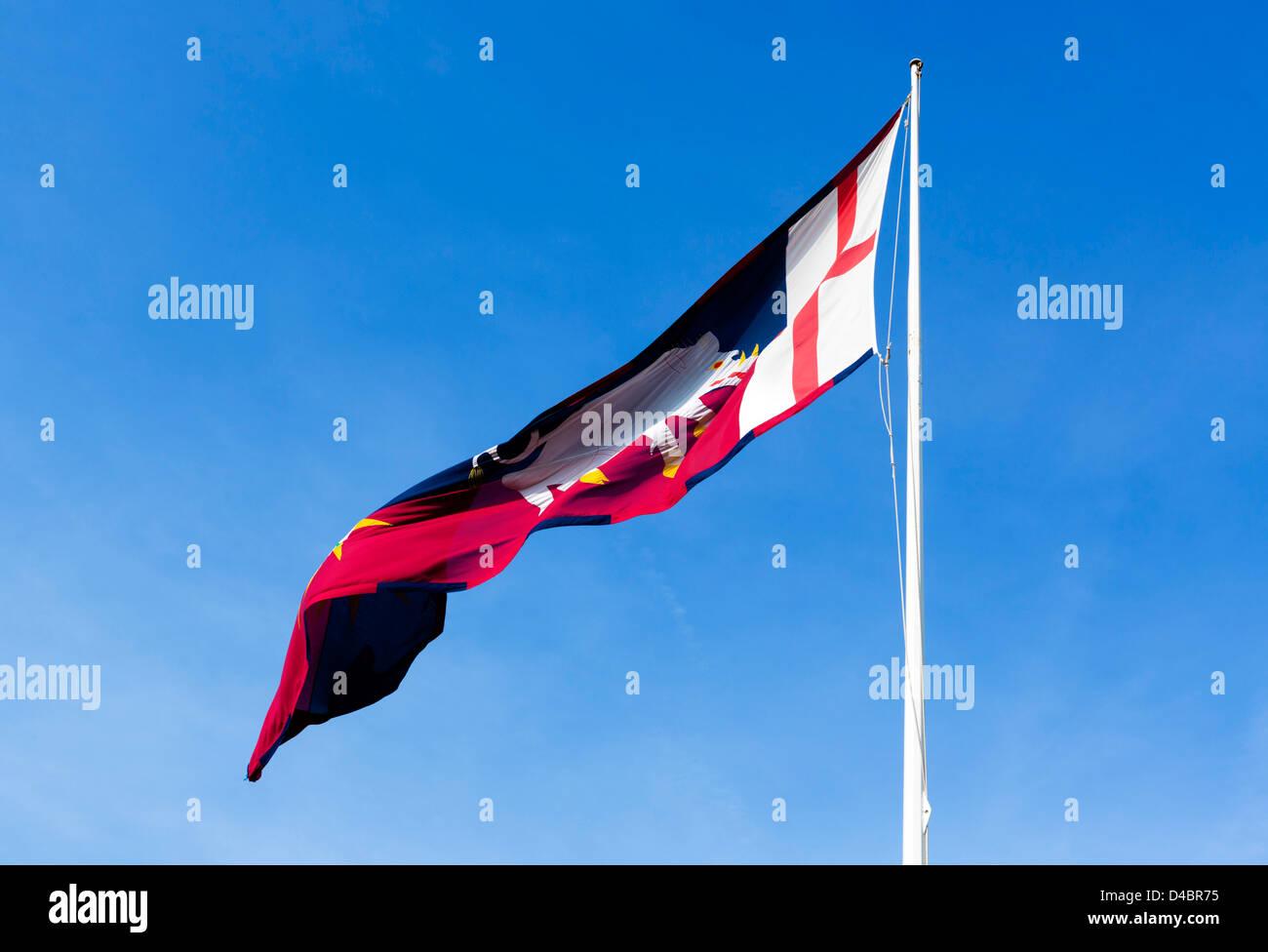 Persönlichen Banner von Richard III fliegen auf Ambion Hill, Bosworth Schlachtfeld, Leicestershire, East Midlands, Stockbild