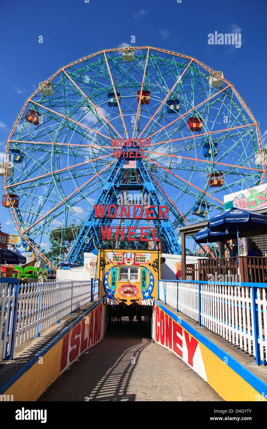 Denos Wonder Wheel, Vergnügungspark, Coney Island, Brooklyn, New York City, USA Stockbild