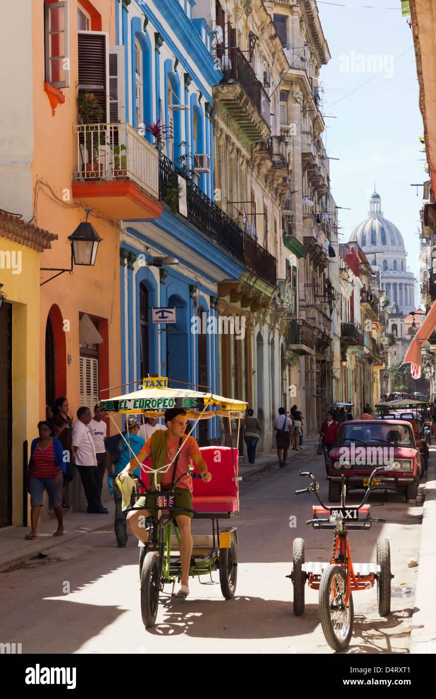 Rikscha in Calle Brasil Havanna Kuba Stockbild