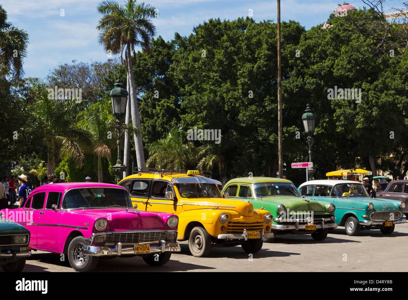 Alte amerikanische Autos in Parque Central Havanna Kuba Stockbild