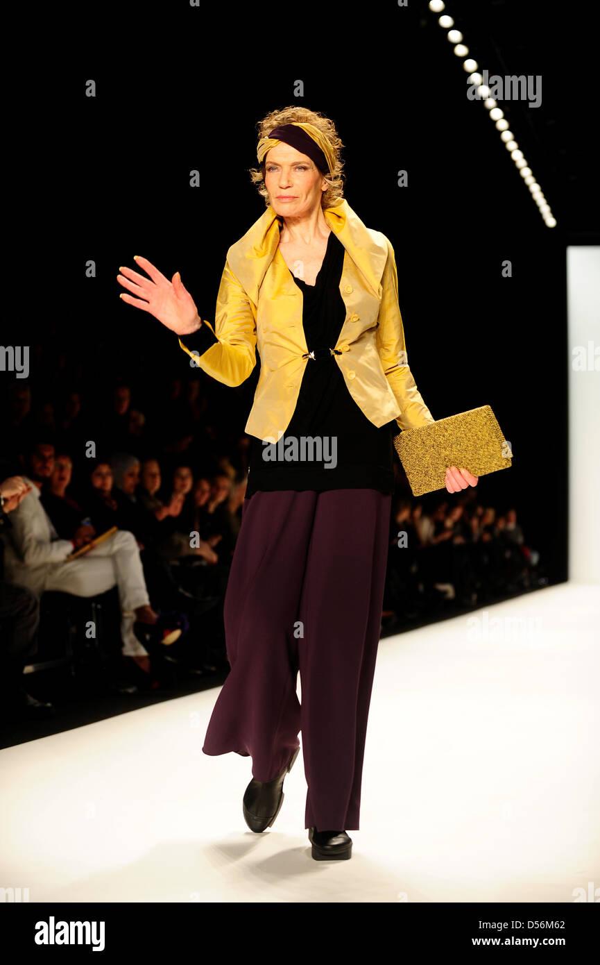 veruschka gr fin von lehndorff bei mercedes benz fashion week berlin herbst winter 2012 anja. Black Bedroom Furniture Sets. Home Design Ideas