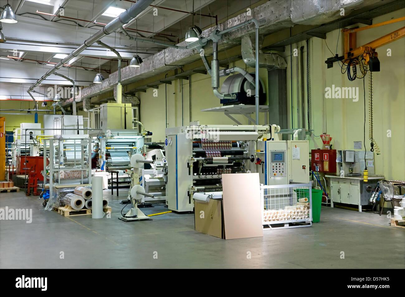 Fabrik mit der Produktion von Papier-Verpackung Stockbild