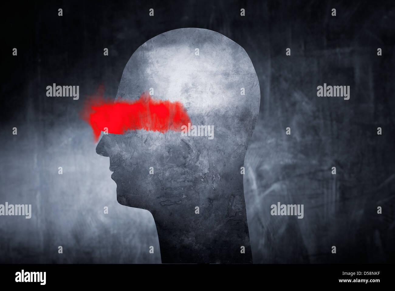 Konzeptbild von einer abstrakten Kopf mit roter Farbe über den Augen. Stockbild