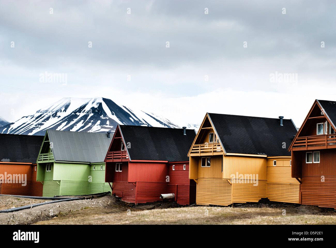 Bunten Häuser in der Stadt Longyearbyen auf Spitzbergen, Spitzbergen, Norwegen Stockbild