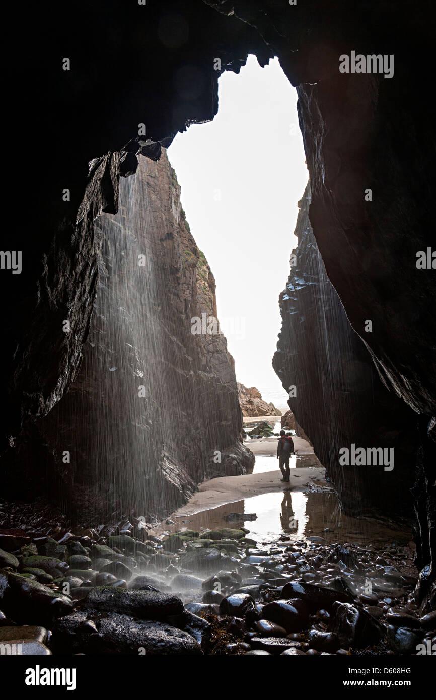 Wasserfall-Höhle am Plemont Beach, Jersey, Kanalinseln, UK Stockbild