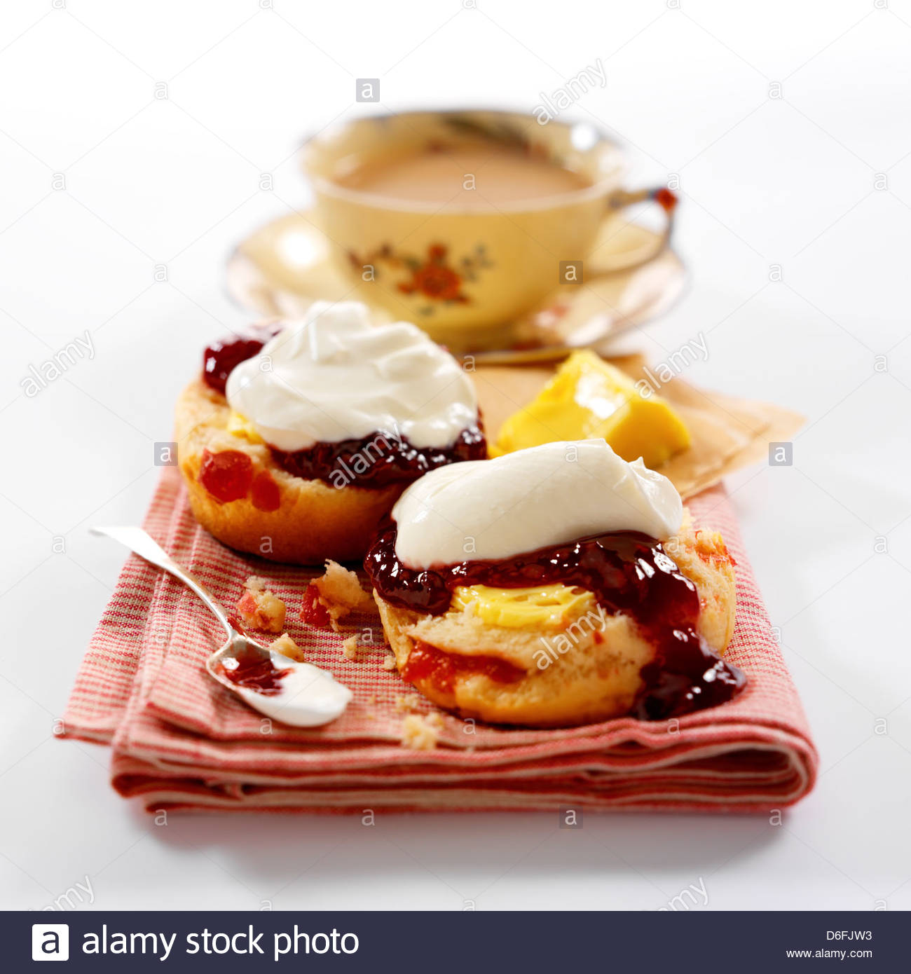 Kirsche Scones / Creme Tee Stockbild