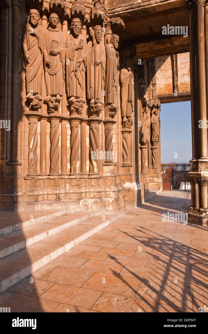 Stein-Figuren auf dem südlichen Portal der Kathedrale von Chartres, UNESCO-Weltkulturerbe, Chartres, Eure-et Stockbild