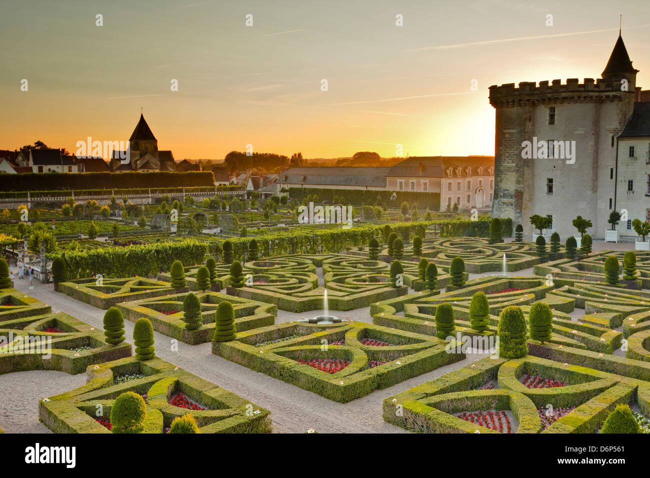 Das Chateau de Villandry mit seinen Gärten bei Sonnenuntergang, UNESCO-Weltkulturerbe, Indre-et-Loire, Loire-Tal, Stockfoto