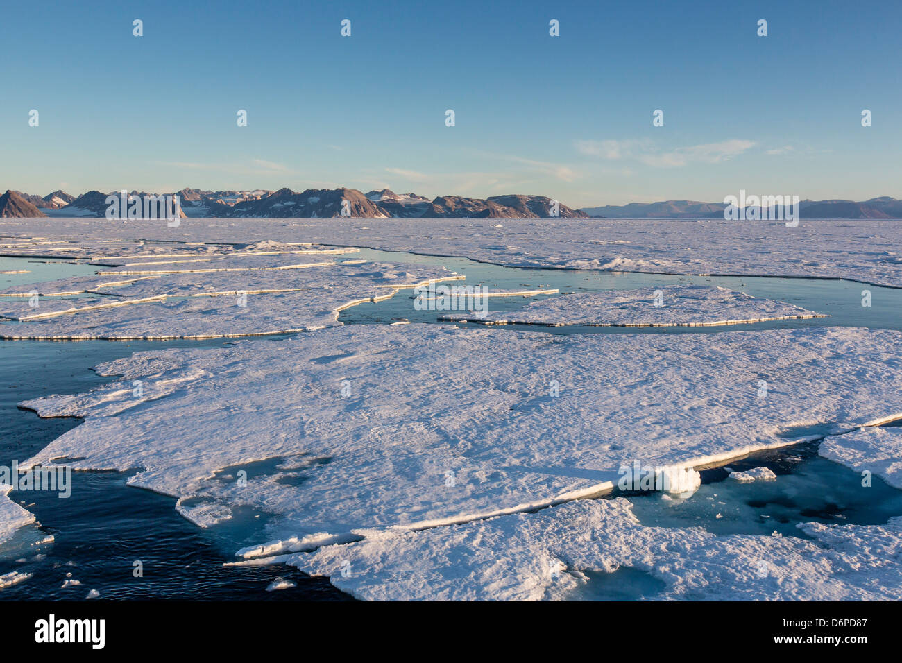 Ersten Jahr Meer Eis im Kong Oscar Fjord, Nordostgrönland, Polarregionen Stockbild