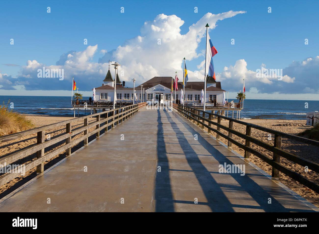Historischen Pier in Ahlbeck auf der Insel Usedom, Ostseeküste, Mecklenburg-Vorpommern, Deutschland, Europa Stockbild